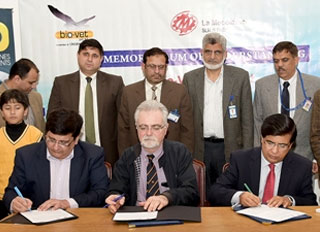 La Meccanica donates a Pellet mill to Pakistan to promote training and research